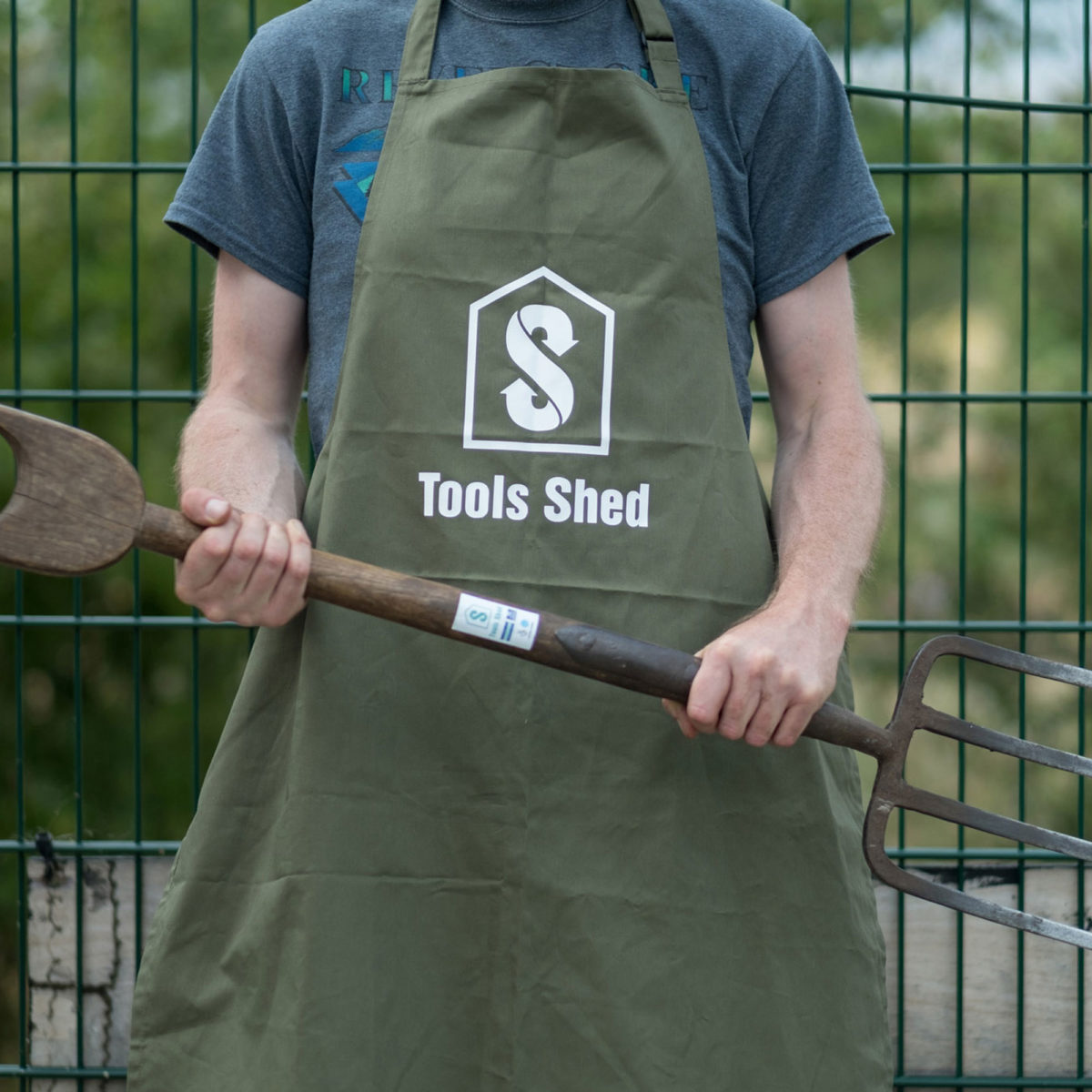 tool shed apron gardening spade