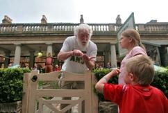 David educating children in Covent Garden
